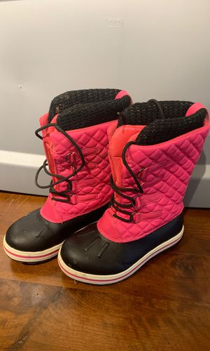 Size 2 snow boots for Sale in Southlake, TX