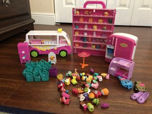 Shopkins lot LIKE NEW- over 100 pieces $55 for Sale in Homestead, FL
