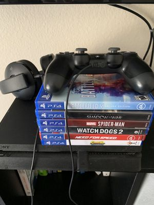 Selling PS4 1TB w/ 6 games and wireless/wire PS4 headphones $400 obo!! for Sale in Mission Viejo, CA