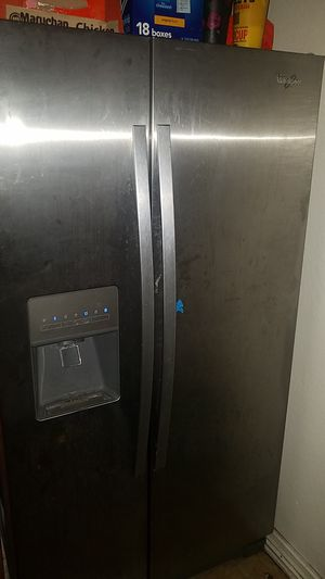 Whirlpool refrigerator freezer 2 years old. for Sale in Garden Grove, CA