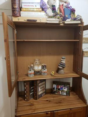Bookshelf/China Cabinet for Sale in Bronx, NY
