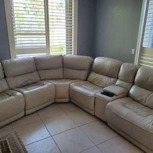 Free Couch Have To Be Gone Today Or Tomorrow for Sale in Deerfield Beach, FL