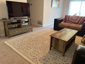 """Safavieh 9'6"""" x 7'6"""" Area Rug, Silver/Ivory for Sale in North Parkersburg, WV"""