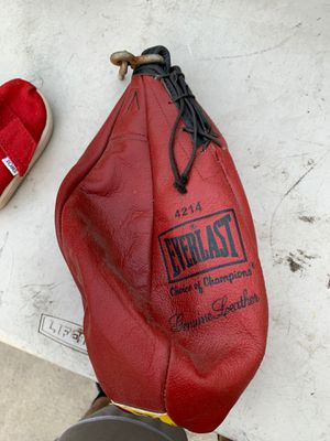Everlast leather speed bag for Sale in Maywood, CA