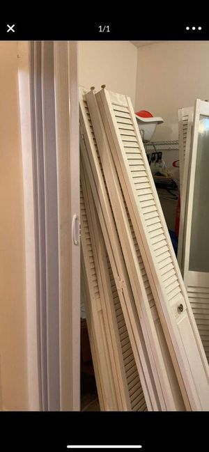 Bi Fold door/ puertas para closes q se doblan for Sale in Miami, FL
