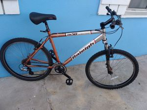 Mountain bike for sale tires 26inches frame 19inches good condition for Sale in Lynwood, CA
