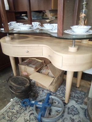 Unique Curved Desk With Raised Glass Top for Sale in Washington, DC