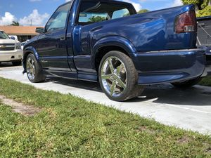 2000 Chevy s-10 xtreme for Sale in Hialeah, FL