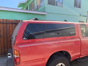 Tacoma leer camper for Sale in Long Beach, CA