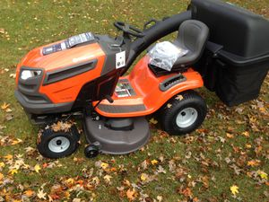 Husqvarna Lawn Tractor w/ Bagger for Sale in Davenport, FL