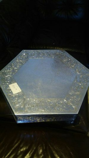 Silver elegant cake stand for weddings for Sale in Hialeah, FL