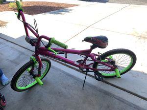 """20"""" GIRLS BIKE, FREE STYLE TYPE IN GREAT CONDITION for Sale in Las Vegas, NV"""