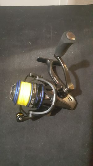 Piscifun storm 2000 fishing spinning reel for Sale in Chandler, AZ