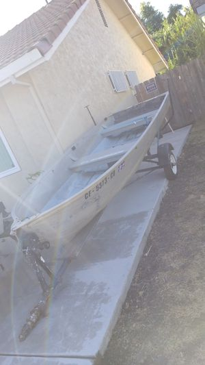 Aluminum boat Brand 1965 TRAVELER 14ft for Sale in Stockton, CA