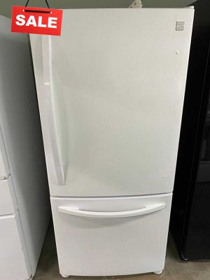 33 in. Wide Refrigerator Fridge Kenmore Bottom Freezer #1426 for Sale in Heathrow, FL