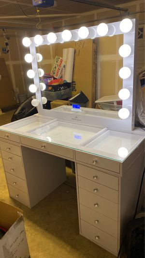 Vanity Good Condition for Sale in Fresno, CA