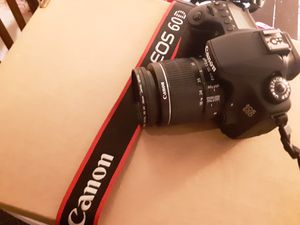 Canon EOS 60D 18 MP CMOS Digital SLR Camera with 18-55mm f/3.5-5.6 IS Zoom Lens for Sale in Lancaster, PA