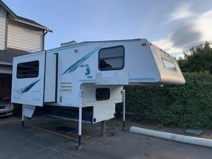 2000 Arctic Fox 990 Camper with Slide Out for Sale in Marysville, WA