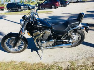for sale motorcycle Suzuki Boulevard model C83 1400cc engine clean pro-$2000(Coral gables) for Sale in Miami, FL