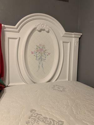 WHITE TWIN BED for Sale in Rosemead, CA