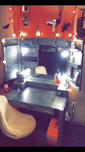 Makeup vanity 🦋 for Sale in Bloomington, CA
