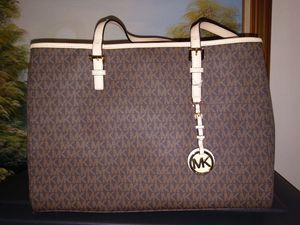 Michael Kors bag jet travel purse brown for Sale in Bell Gardens, CA