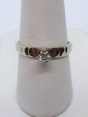 14k white gold diamond Promise Engagement Ring 2.1 grams size 8 for Sale in Fort Pierce, FL