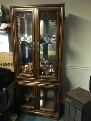 Beautiful curio cabinet with mirror back and lighting for Sale in Laurel, MD