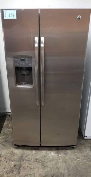 "Refrigerator GE , 36""W, L137 for Sale in Los Angeles, CA"