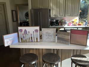 Girl dorm room decor🌺 for Sale in West Linn, OR