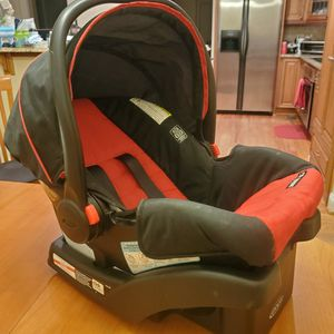 Graco SnugRide Click Connect Infant Car Seat with Base for Sale in Duluth, GA