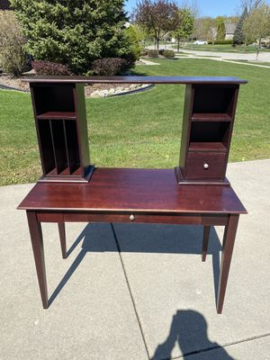 Desk and chairs for Sale in Canton, MI