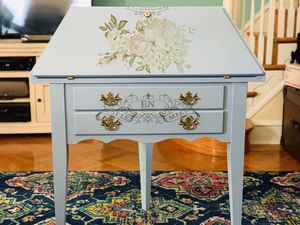 Small corner secretary desk for Sale in Philadelphia, PA
