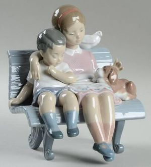 """LLADRO. """" Surrounded by Love"""". Mint condition with box for Sale in Houston, TX"""