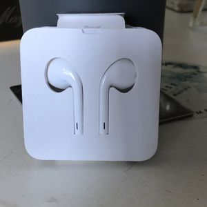 Apple earbuds wired for Sale in Los Angeles, CA
