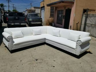 NEW 9X9FT WHITE LEATHER SECTIONAL COUCHES for Sale in Fontana,  CA