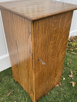 Antique Victor Phonograph Tiger Oak Record Cabinet for Sale in Oceanside,  NY