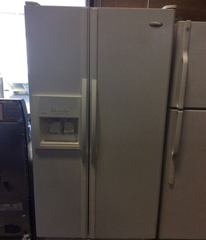 Whirlpool Refrigerator for Sale in North Las Vegas, NV