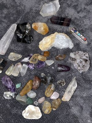 HUGE lot of crystals w/ curio shelf!!! for Sale in Spokane, WA