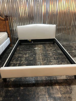 White queen leather bed frame for Sale in Jacksonville, FL