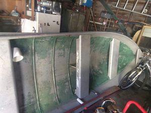 Aluminum 12 foot boat with 40 horse trolling motor for Sale in Flint, MI