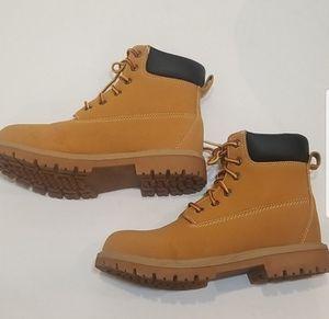 Work boots ozark trail for Sale in Little Silver, NJ