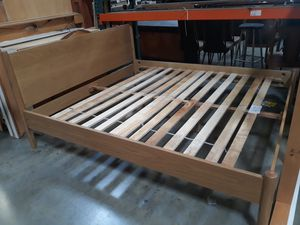 BEAUTIFUL QUEEN BED FRAME WITH HEADBOARD for Sale in Riverside, CA
