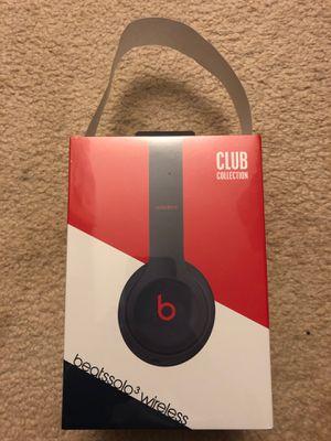 Beats solo 3 wireless headphones club collection for Sale in Wheaton, IL