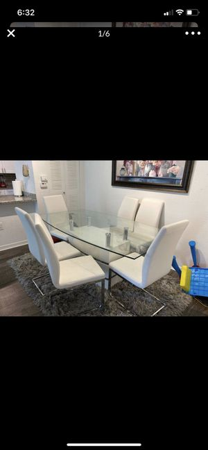 Dinning table with 6 chairs for Sale in Pembroke Pines, FL