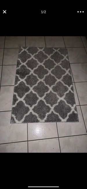 30x45 Excellent condition rug 💓 for Sale in Colton, CA