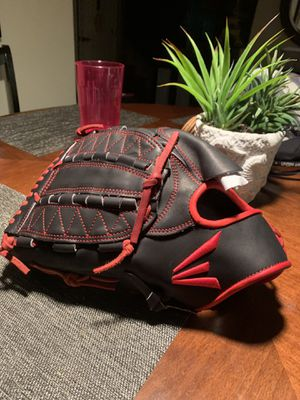 Easton Baseball Glove for Sale in Tujunga, CA