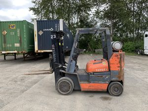 TOYOTA 8,000 LBS SOLID TIRE FORKLIFT for Sale in Auburn, WA