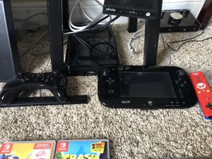 Nintendo Wii U comes with a bunch of games. Extra controller for Sale in Palm Beach Gardens, FL