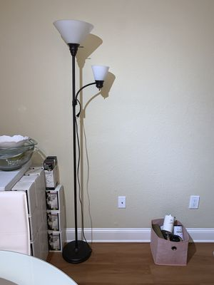 Floor lamp like new for Sale in Miami, FL